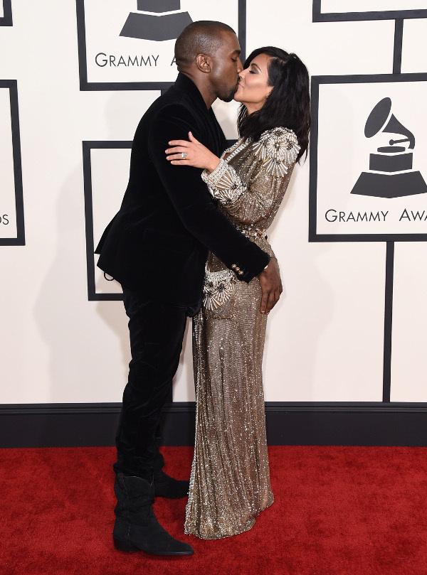 Kim Kardashian Kanye Západ začal chodiť