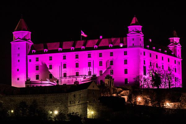 purpurovy-bratislavsky-hrad.jpg