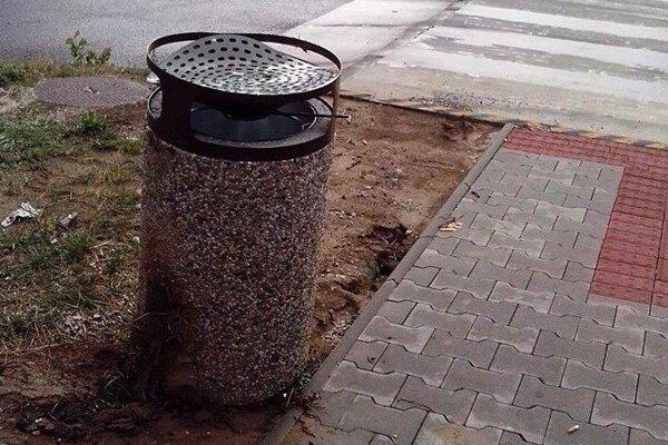Betónové odpadkové koše sú v Prievidzi len pár mesiacov.