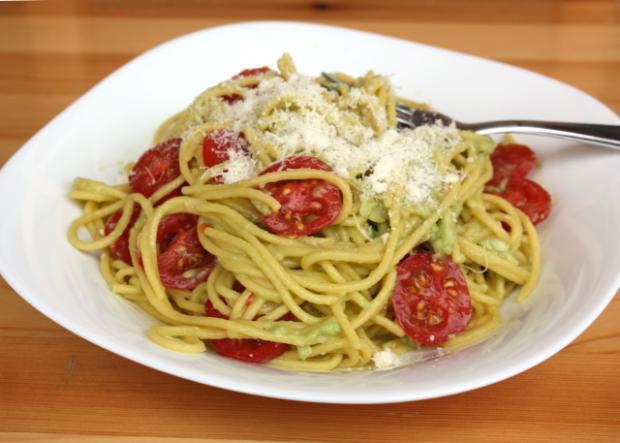 Špagety s pastou z avokáda