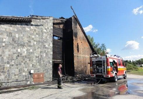 stredoslovenska-koliba-vyhorela-do-tla.-_r9577_res.jpeg