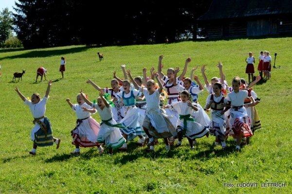 Casting populárnej šou Zem spieva v Jahodníckych hájoch.