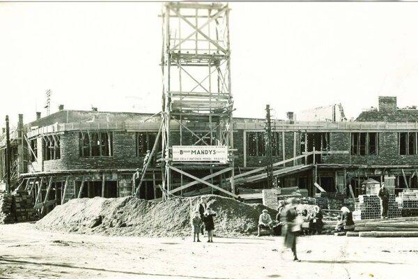 Živenu stavala zvolenská firma Bohuslava Mandysa.