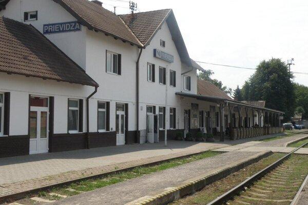 Po obnove: Takýto pohľad sa naskytá na stanicu v Prievidzi z vlaku.