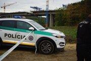 Prešovská krajská polícia prípad vyšetruje ako zločin neoprávneného nakladania s odpadmi.