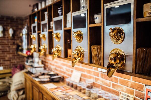 V oravskej dedinke Krušetnica majú unikátne múzeum kávy.