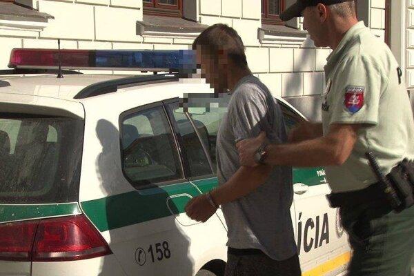 Zadržaný 19-ročný muž z Tisovca.