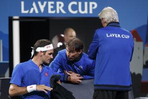 Roger Federer (vľavo) a Rafael Nadal.