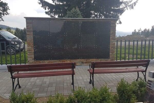 Urnová stena - kolumbárium šetrí miesto na cintorínoch.