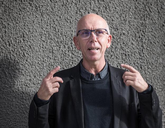 Attila Melegh vyučuje na Korvínovej univerzite v Budapešti. Do Bratislavy prišiel otvoriť školský rok na FSEV UK prednáškou o maďarskom strachu z populačnej výmeny.