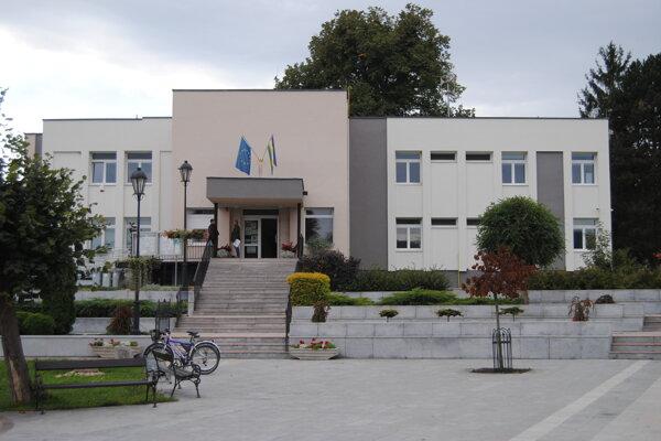 Mestský úrad vo Veľkom Šariši.