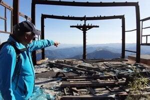 Vrcholová stanica na Líške je dnes ruinou.