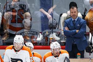 Striedačka tímu Philadelphia Flyers počas zápasu proti HC Lausanne v rámci Global Series Challenge.