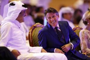 Prezident IAAF Sebastian Coe v rozhovore s katarským šejkom Tamimom bin Hamadom Al Tánim.