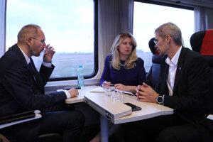 Čaputová odcestovala vlakom do Čiech na dvojdňový summit prezidentov krajín Vyšehradskej štvorky.