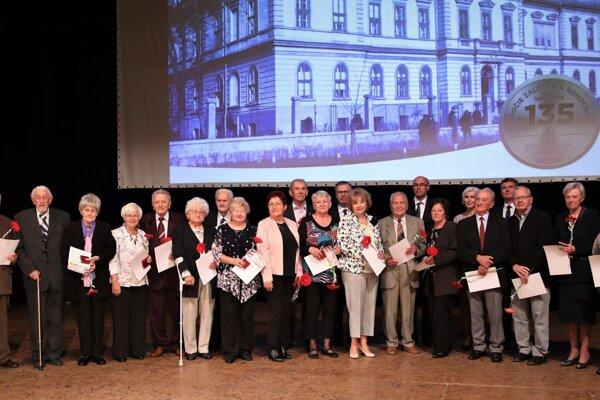 Ocenení bývalí zamestnanci nemocnice v Rimavskej Sobote.