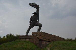 Socha vojaka v tesnej blízkosti ukajinsko - slovenského hraničného prechodu.