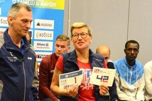 Legendárna nórska bežkyňa Ingrid Kristiansenová so svojím štartovým číslom na tohtoročnom MMM.