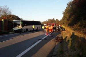 Na miesto nehody boli privolané všetky záchranné zložky.