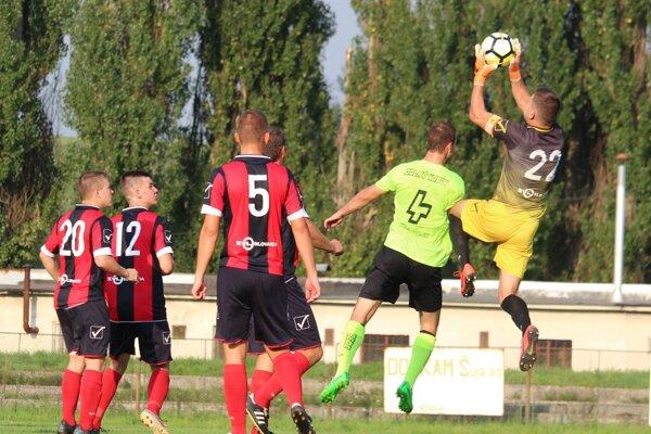 Futbalové súťaže majú cez víkend na programe ďalšie kolo.