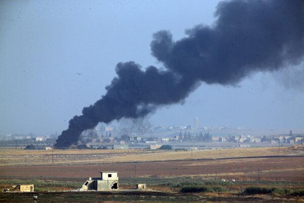 Turecko začalo bombardovať ciele na severe Sýrie.