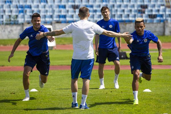 Richard Guzmics (prvý zľava) je na odchode zo Slovana Bratislava.
