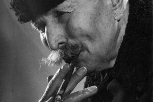 """Maďarský roľník s typickými fúzmi a """"dohányom"""" - fajčivom."""