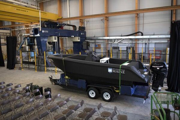 Čln vyrobený pomocou 3D tlačiarne na Univerzity of Maine.