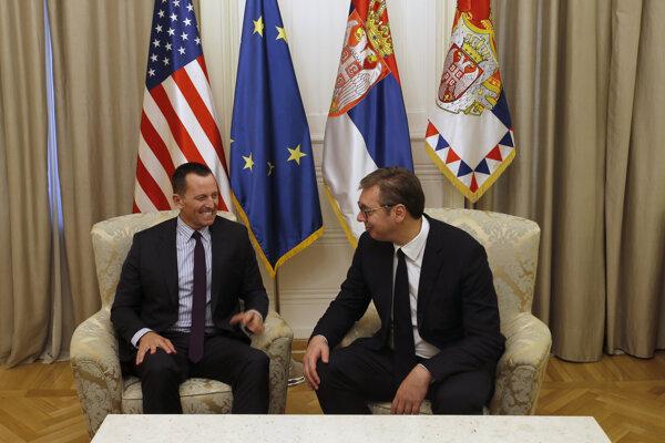 Zľava osobitný vyslanec USA pre mierové rokovania medzi Srbskom a Kosovom Richard Grenell a srbský prezident Alexander Vučič.