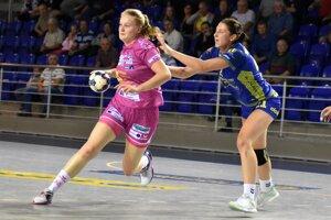 Takto Patrícia Wollingerová bránila hráčku švajčiarskeho Spona Eagles. Teraz bude musieť čeliť Francúzkam.