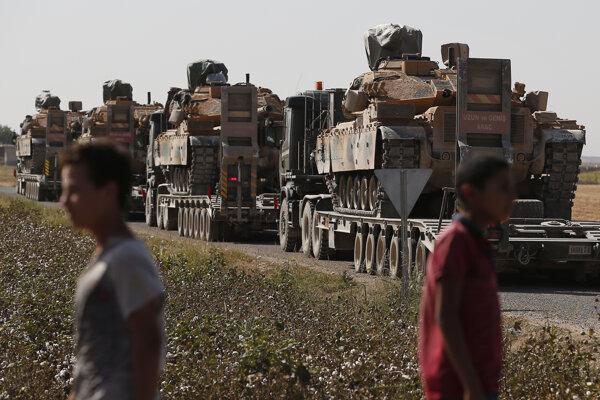Konvoj tureckej armády smerujúci do Sýrie.
