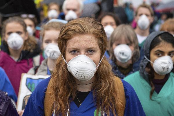 Protesty proti klíme pokračovali v sobotu aj v Londýne.
