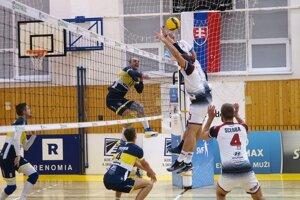 Košickí volejbalisti zdolali tradičného rivala z Prešova tesne 3:2 na sety.