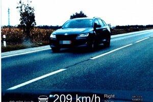 Rýchlosť prekročil o 119 km/h.