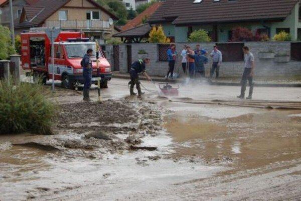 Ľudia sa boja záplav.