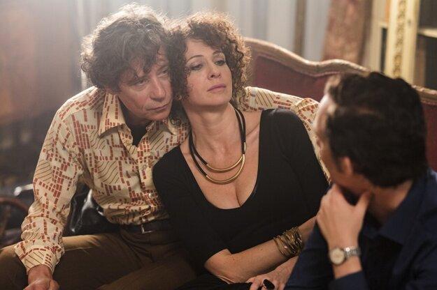 Pavel Kříž ako vyhodený divadelný režisér, ruská herečka Ksenia Rappaport stvárnila spisovateľku Olgu.