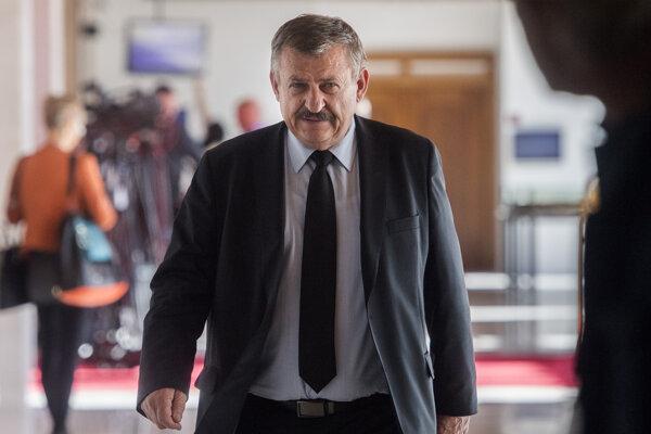 Na snímke predseda Výboru Národnej rady pre obranu a bezpečnosť Anton Hrnko.