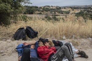 Na gréckych ostrovoch vo východnej časti Egejského mora sa nachádza veľký počet migrantov a utečencov.
