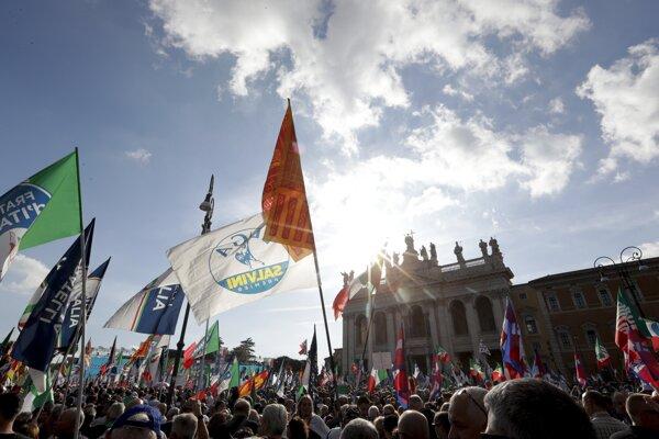Protest v Ríme proti vláde.