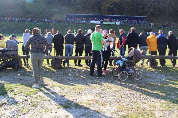 Podľa zápisu prišlo na zápas Chlebníc s Dlhou 650 divákov.