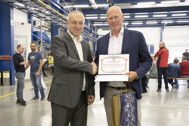 Zľava primátor Považskej Bystrice Karol Jana a majiteľ firmy Jeroen van Blokland.