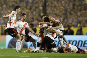 Futbalisti River Plate oslavujú postup do finále Pohára osloboditeľov.