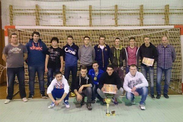 Dorastenci OŠK Selec vyhrali turnaj vo Svinnej.