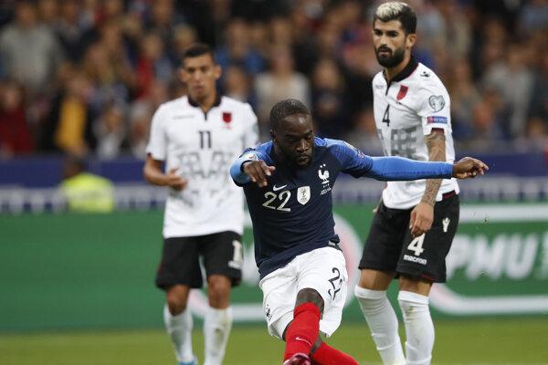 Francúzsky hráč Jonathan Ikone skóruje v kvalifikačnom zápase H-skupiny EURO 2020 Francúzsko - Albánsko v Paríži 7. septembra 2019.