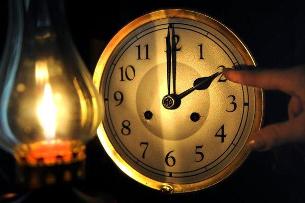 Nezabudnite si posunúť ručičku hodín...