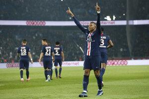 Kylian Mbappé po strelenom góle v zápase 11. kola Ligue 1 2019/2020 Paríž St. Germain - Olympique Marseille.