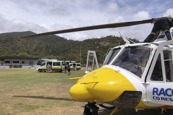 Zranených turistov previezli do nemocnice vrtuľníkom.