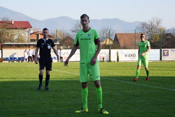 Lukáš Blaščik (druhý zľava) po poslednom jesennom zápase zhodnotil uplynulú časť sezóny v podaní Tepličky nad Váhom.