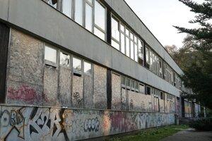 Takto dnes opustená budova vyzerá.