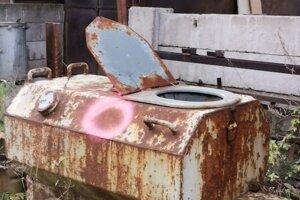 Súčasťou banského vláčika bol aj pojazdný záchod.